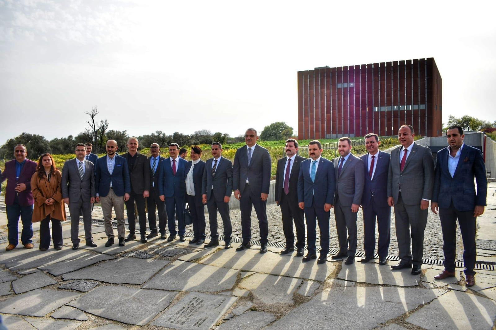 Kültür ve Turizm Bakanı Mehmet Nuri Ersoy Troya'da