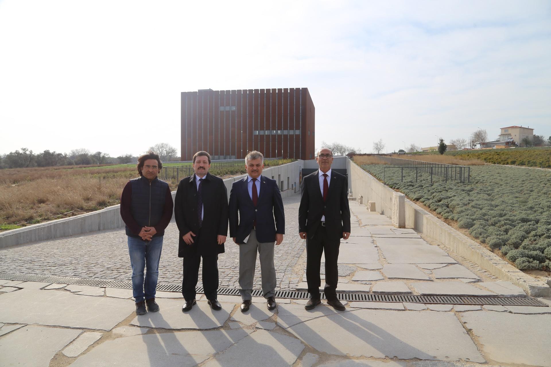 Balıkesir Valisi Ersin Yazıcı Troya Müzesi'ni Ziyaret Etti