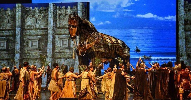Sanatla Troya: Troya Dünya Prömiyerini Yaptı