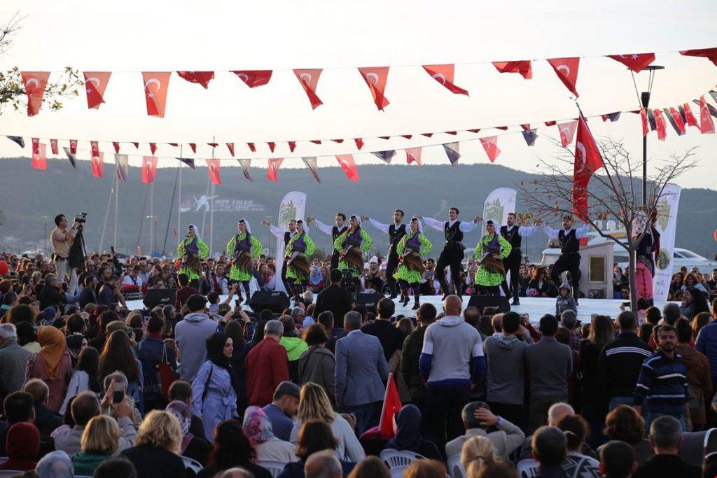 Troya Halk Dansları Festivali Gerçekleşti