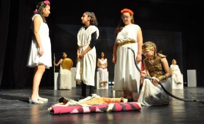 """""""Troya'yı Düşlüyorum"""" Adlı Oyun Büyük Beğeni Topladı"""