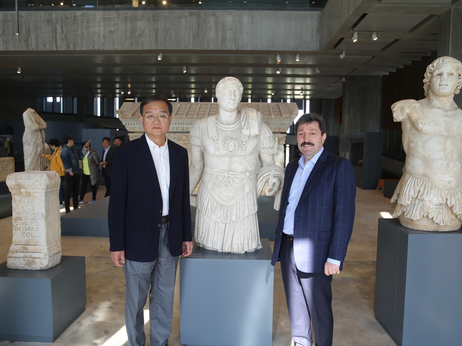 Turizm Haftası'nda Çin Halk Cumhuriyeti Ankara Büyükelçisi Deng Li Troya Müzesi'ni Ziyaret Etti